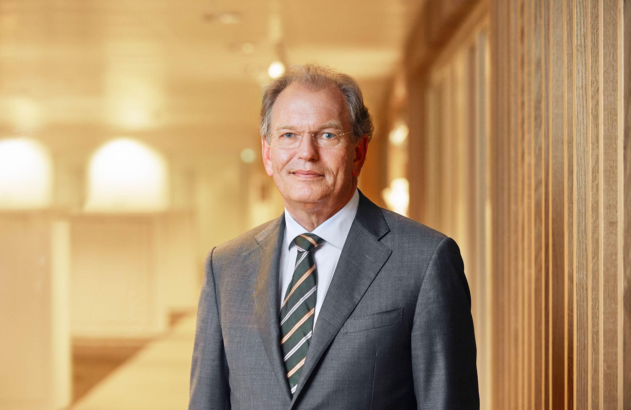zakelijk portret president-commissaris RvC Rabobank met corporate achtergrond